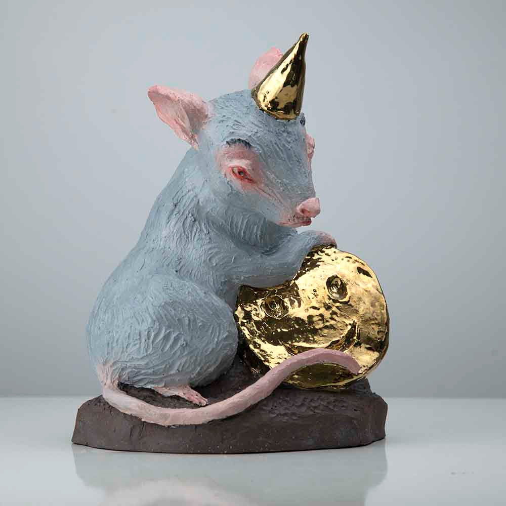 'Party Mouse', 24 x 19 x 15cm, ceramic/gold glaze/ oilpaint, 2019