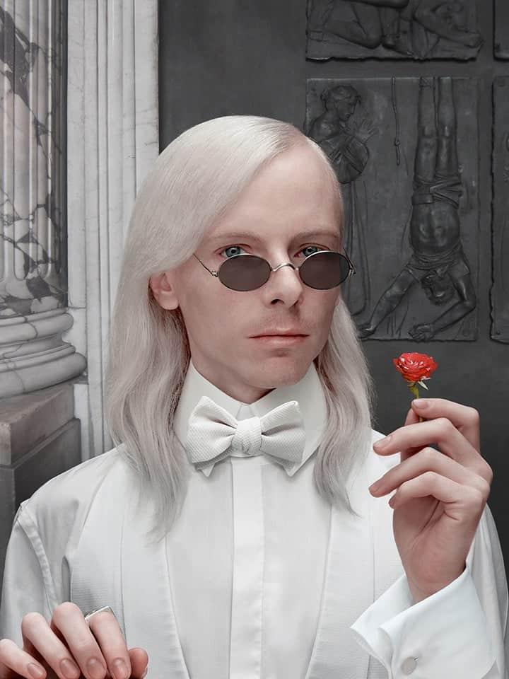 'Uomo in Bianco con Rosa', 2014