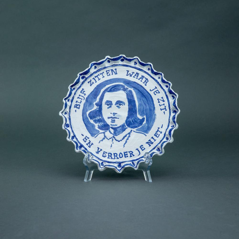'Verroer Je Niet', Ø 24cm, ceramic - Delftsblauw, 2020